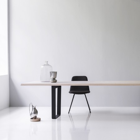 lowlight_table_from_side_with_deco_steel_copilot_chair