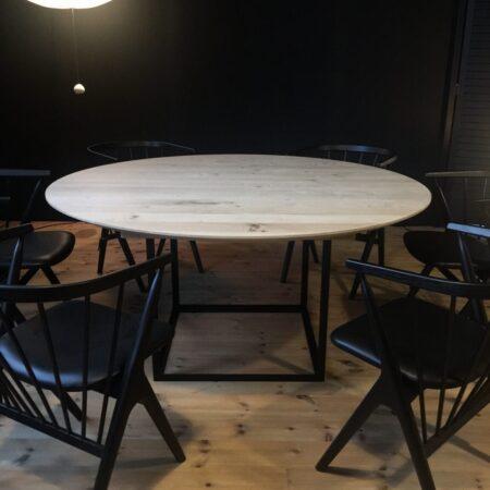 DK3- jewel table