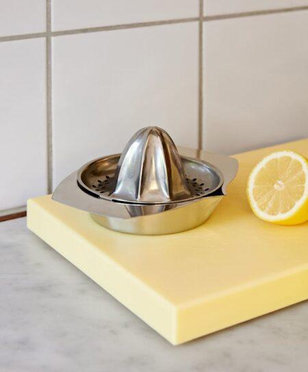 Hay italian-lemon-squeezer_910x1100_brandmodel