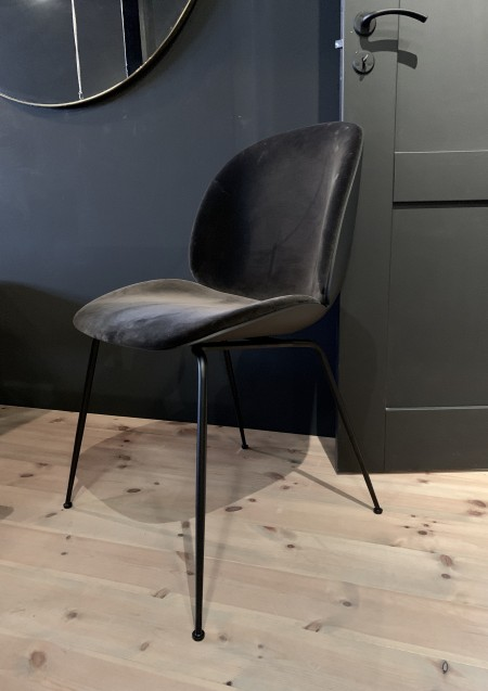 Gubi Beetle chair velvet black
